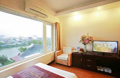 Khách sạn Serene Shining Huế